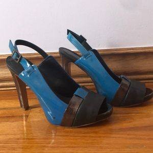 Tory Burch sandals in great condition size 8 1/2 !